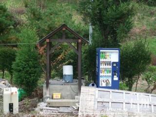 旧国鉄篠ノ井線廃線敷 自動販売機