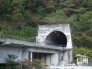 旧国鉄篠ノ井線廃線敷 現篠ノ井線のトンネル
