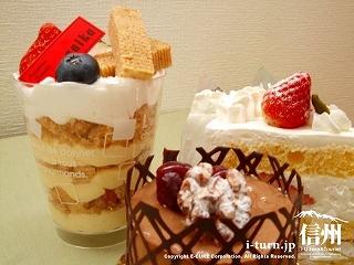 彩香 バウムミルフィーユ、ショコラ・ノア、いちごのショートケーキ、