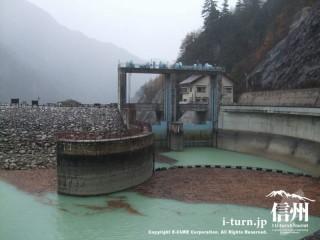 高瀬ダムの水門