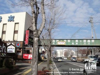 松本電鉄の陸橋が見えます