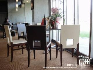 革張りの座り心地の良い椅子です