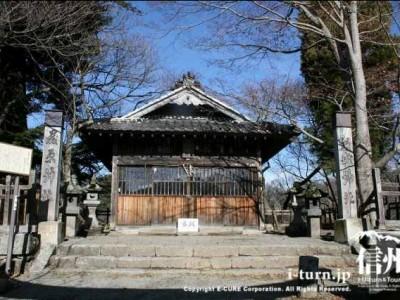 新城(盛信)神社の正面