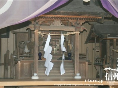 新城(盛信)神社・藤原神社の内部