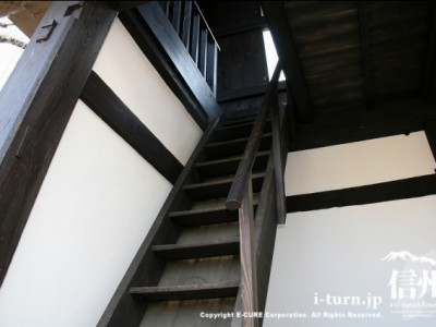 太鼓櫓の階段