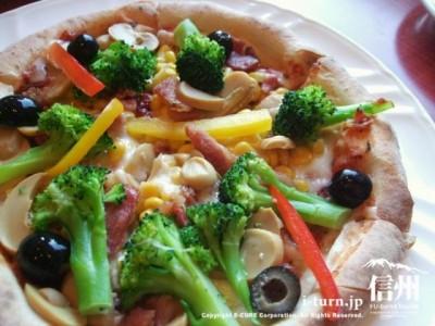 野菜のミックスピザ