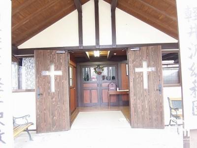 日本キリスト教団軽井沢教会 正面入口1