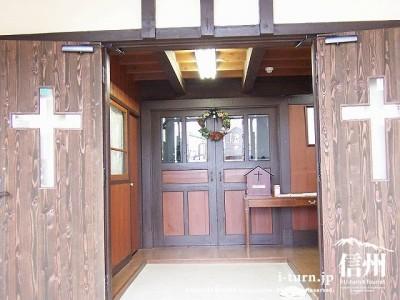 日本キリスト教団軽井沢教会 正面入口2