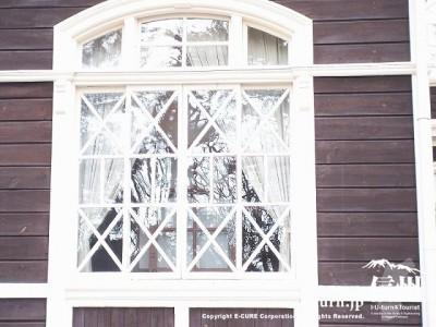 旧三笠ホテル 幾何学模様のガラス窓
