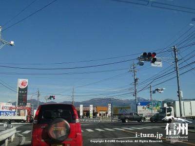 店前の新村交差点信号機