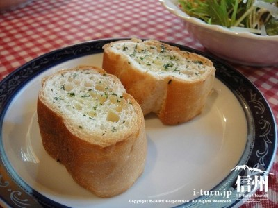 ガーリックバターのパン