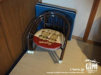 子供用の椅子とクッション