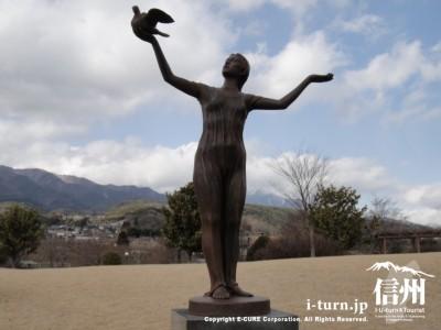 彫刻「鳥の詩」
