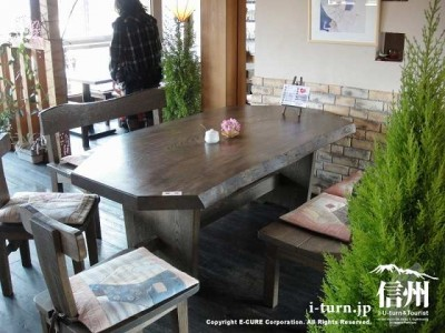 大きなテーブル席