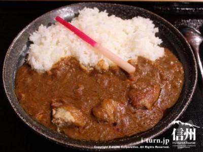 薬膳豚カレー750円