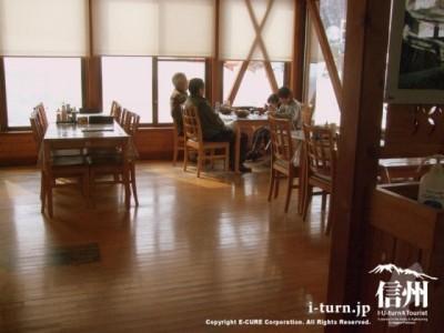 レストラン夢白馬内部