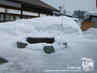 物産館の横(冬)