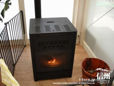 森のカフェテラスの暖房はストーブです