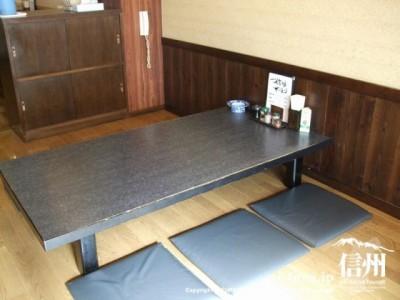 テーブルと座布団