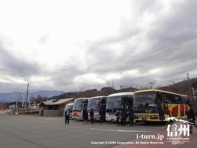 大型観光バスも来ています