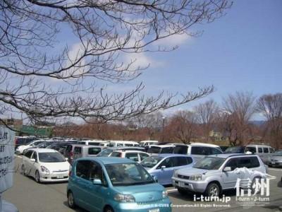 伊那文化会館の駐車場