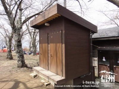 休憩小屋のトイレ