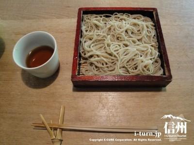 朝日屋(粗引きの蕎麦)