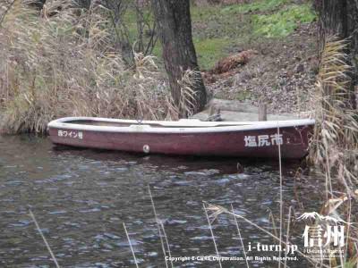 緊急用のボートはワイン号