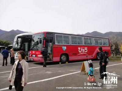 大型バスも来てました