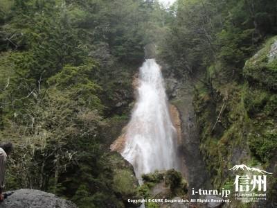 真ん中の滝