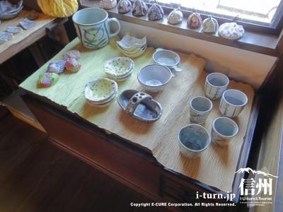 陶芸の瀬戸物が売られてます