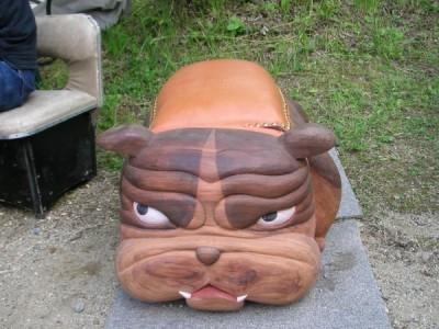 ブルドッグの椅子