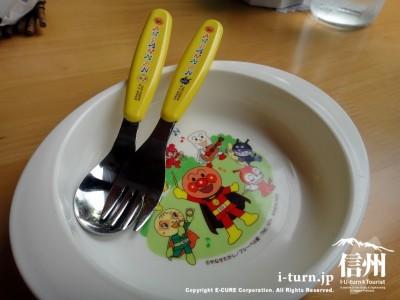 子供用の取り皿とスプーン