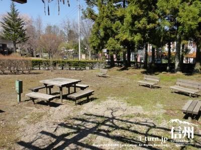 公園の憩いのスペース