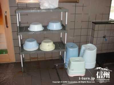 洗い桶とイス