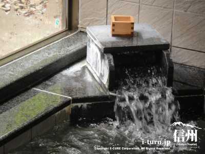 浴室内のお湯の噴出し口