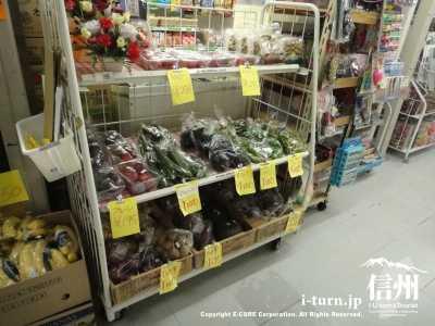 地元の野菜を販売してます