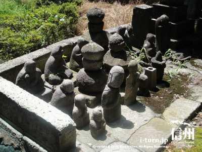 変わった石像というか地蔵