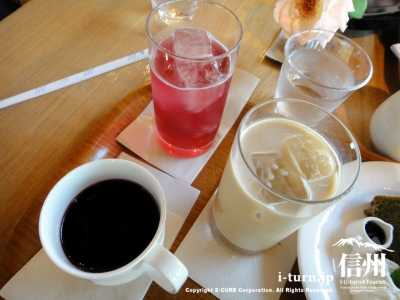 コーヒー、カフェオレ、赤シソソーダー