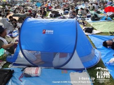 テントを持ってきている人もいます