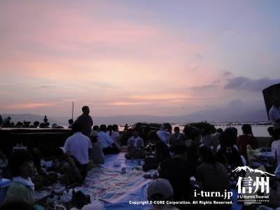 諏訪湖に日が沈みました