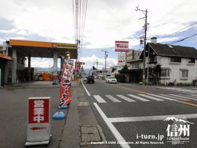 ぶうぶう亭の店前の道路