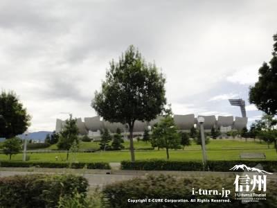 南長野運動公園のオリンピックスタジアム外観