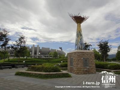 聖火台とオリンピックスタジアム