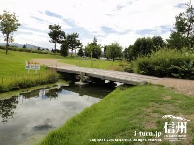 川のかかる橋