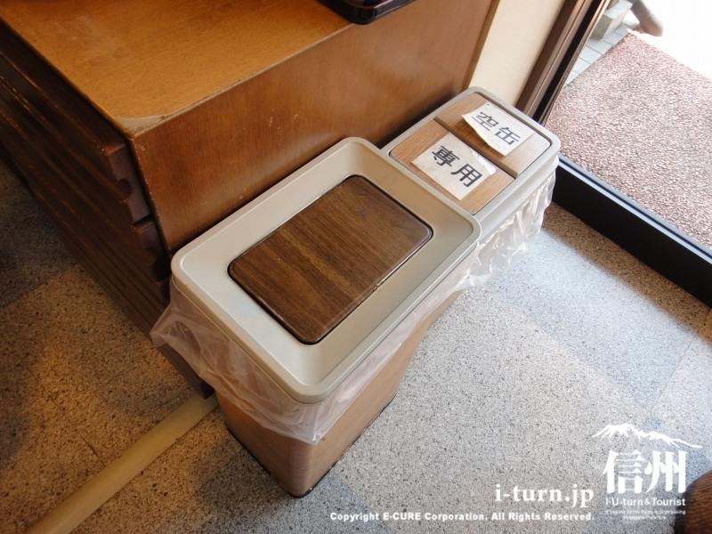 木目模様のゴミ箱