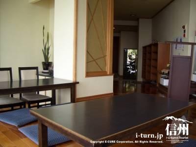 座敷とテーブル席