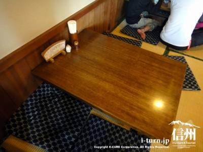 お座敷席のテーブル