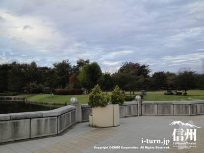 小布施ハイウェイオアシスの公園内の芝広場