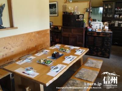 そば処さくらのテーブル席
